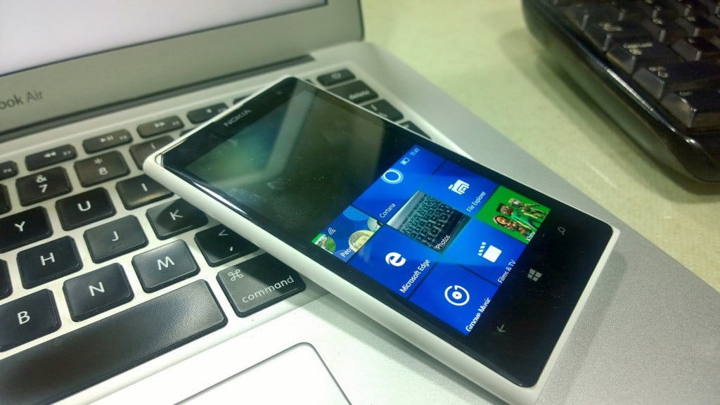 One-Hand Mode Windows 10 Mobile 1