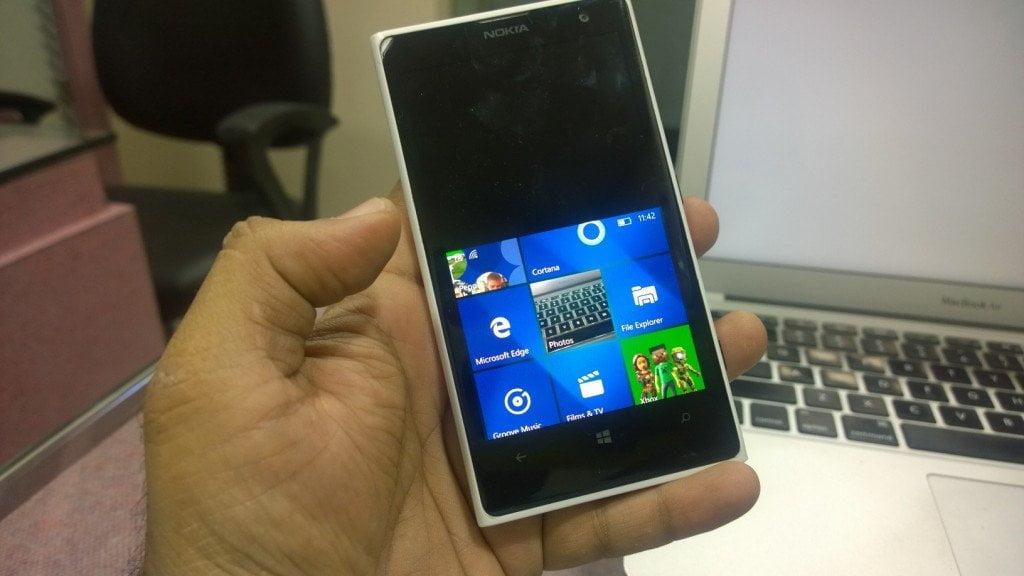 One-Hand Mode Windows 10 Mobile 2