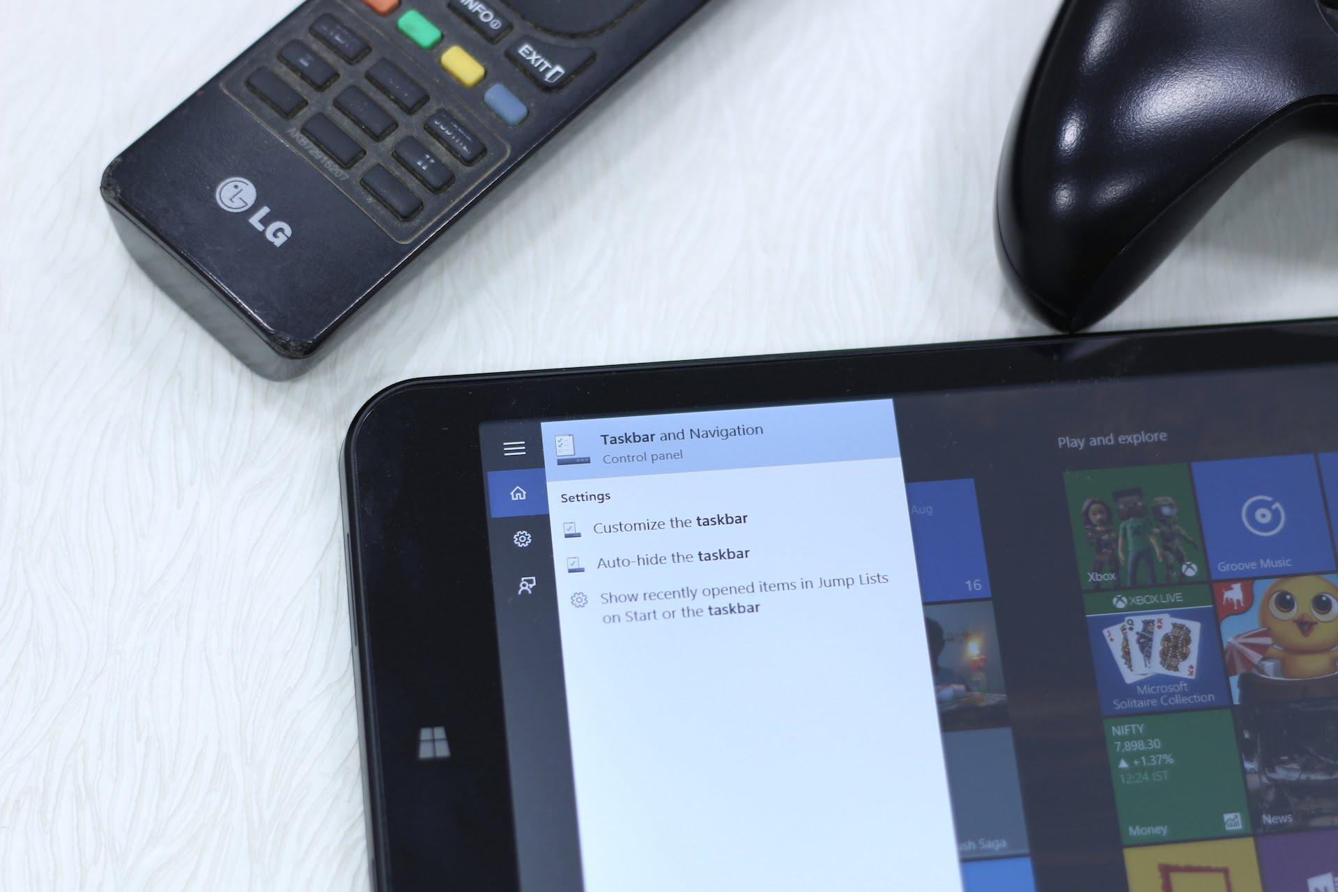 auto-hide Taskbar in Windows 10 Tablet Mode.